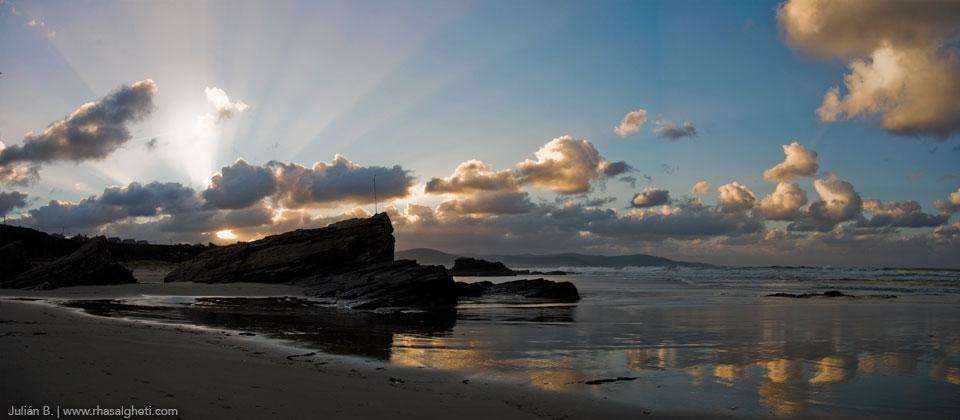 Playa de Lóngara, Barreiros. (Foto: Julián Bouza, rhasalgueti.com)