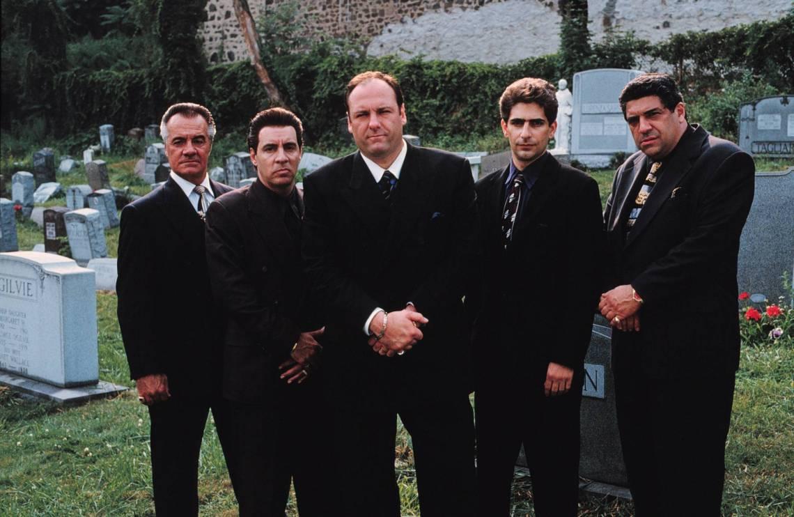 James Gandolfini, en el centro, líder de la familia Soprano.