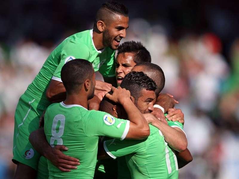 Jugadores de la selección de Argelia celebrando un gol en la fase de clasificación. (Foto: goal.com)