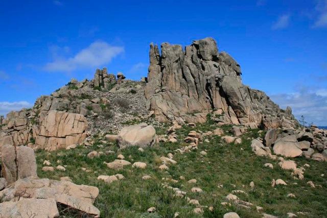 Ruinas del Castillo de San Jorge, según una de tantas leyendas. Seiscientos metros de alto, medio kilómetro a la izquierda del Atlántico.
