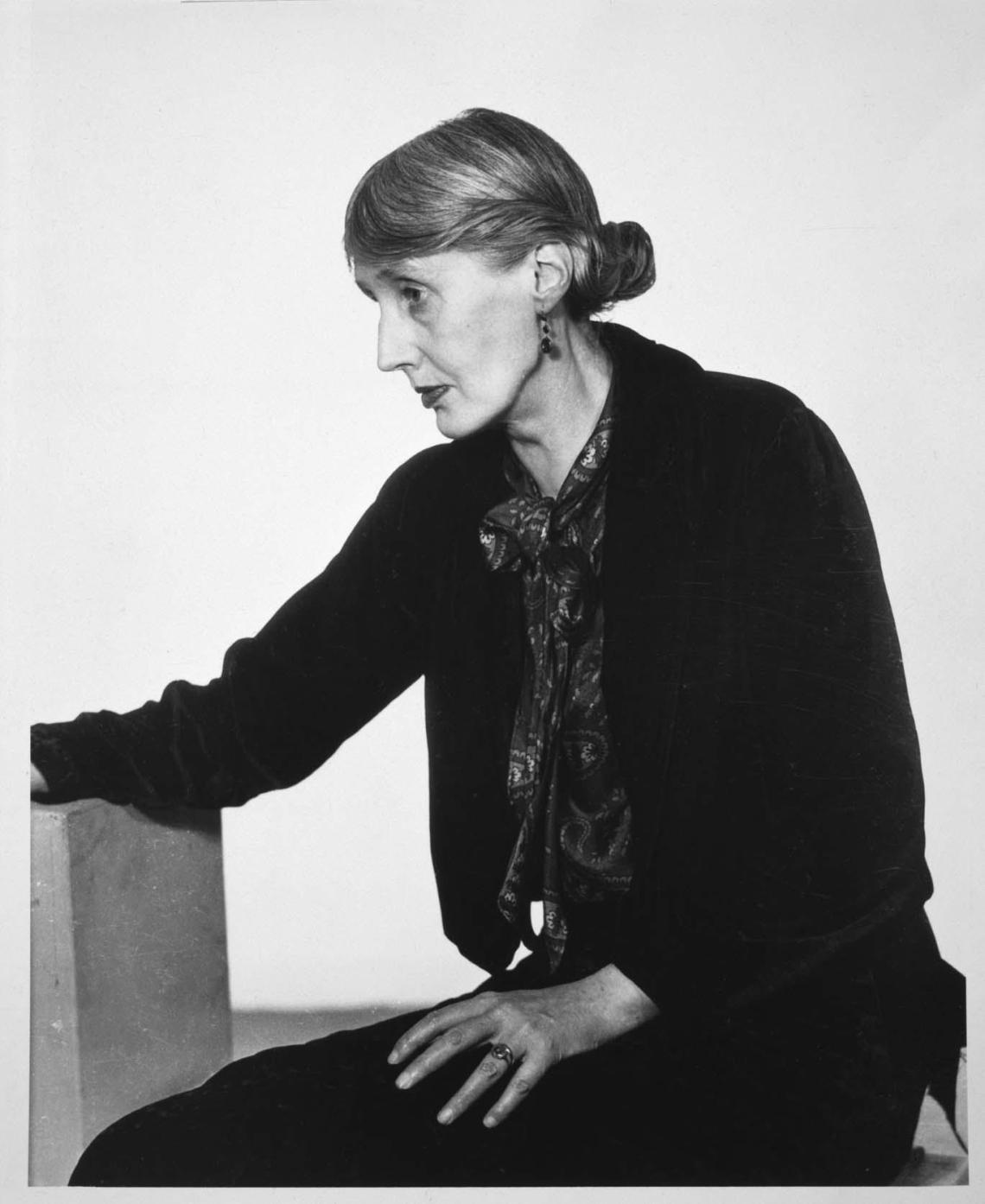 Virginia Woolf, por Man Ray. Gelatinobromuro de plata sobre papel. (Foto: museoreinasofia.es)