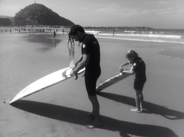 Borja Sémper e hijo surf Highway