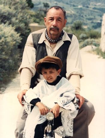 Totò (Salvatore Cascio) y Alfredo (Philippe Noiret), en Cinema Paradiso (1988).